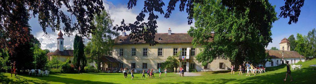 Blick vom Park  auf Schloss Wetzlas